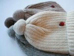 childrens knit hat with pom pom